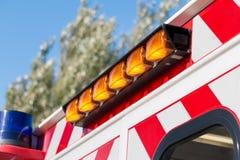 Balise étroite sur des sapeurs-pompiers d'une ambulance photographie stock