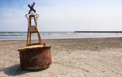 Balise d'avertissement sur la plage du Vietnam Photo libre de droits