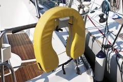 Balise de vie sur le bateau à voile Photographie stock libre de droits