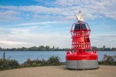 Balise ornementale près de lac chez Aalsmeer, Pays-Bas Photos stock