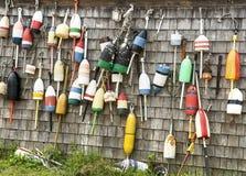 Balises de homard et Shack de pêche Photo stock