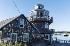 Balises de homard sur Clarence Harding House dans Maine images stock