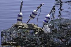 Balises et pièges de homard image stock