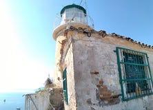 Baliza do mar na fortaleza velha em Grécia imagem de stock