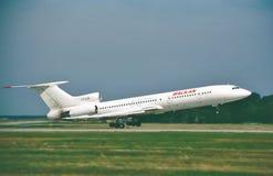 Balkan Bulgaarse Luchtvaartlijnen Tupolev die Turkije-154M voor een nothervlucht opstijgen Stock Foto's
