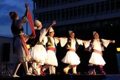 Balkans folkdans Arkivfoto
