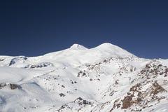 balkaria Caucasus elbrus świeża kabardino halnego kurortu Russia scenerii narty śniegu snowboard śladu zima fotografia stock