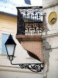 Balkon auf dem verheerenden Gebäude lizenzfreie stockbilder