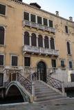 Balkon in de klassieke Italiaanse stijl in Venetië Italië Royalty-vrije Stock Afbeelding