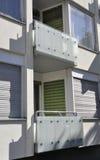Balkon des modernen Wohngebäudes von Berlin in Deutschland Stockbilder
