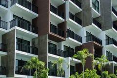 Balkon des Wohngebäudes in der Stadt Lizenzfreie Stockfotografie