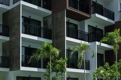 Balkon des Wohngebäudes in der Stadt Stockbild