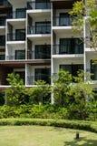 Balkon des Wohngebäudes in der Stadt Stockfotografie