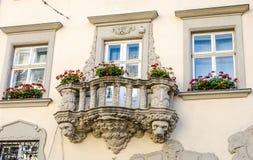 Balkon in einem alten Gebäude Stockfotos