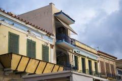Balkon en blinden van de oude bouw, Griekenland Royalty-vrije Stock Afbeeldingen