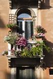 Balkon en Bloemen Stock Fotografie