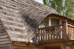 Balkon im landwirtschaftlichen hölzernen Haus Lizenzfreies Stockfoto