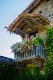 Balkon mit Blumen Lizenzfreies Stockfoto