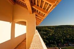 Balkon mit einer Ansicht stockfotografie