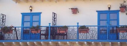Balkon mit Fenstern lizenzfreies stockfoto