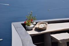 Balkon mit Seeansicht stockfotos