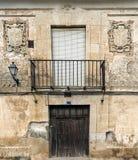 Balkon mit zwei Schildern Stockfotografie