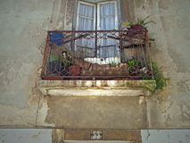 Balkon in oude stad van Lissabon Stock Foto's