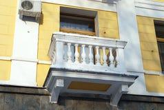Balkon van het oude gebouw Stock Foto