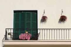 Balkon van oud huis in traditionele Mediterrane stijl, Cyprus Stock Afbeelding
