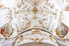 Balkon von Kirche Nicholaus und Elisabeth von Andechs-Kloster, Bayern, Deutschland Stockfotos