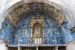 Balkon z błękit płytkami w Obidos zdjęcie royalty free