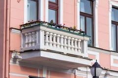 Balkon z kolumnami w starym domu Grodno obraz stock