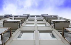 Balkon zum Himmel lizenzfreies stockfoto