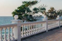 Balkonansicht über das Meer Lizenzfreies Stockfoto