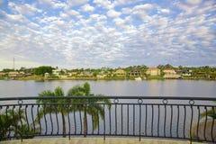 Balkonansichten von der Ufergegend Villa Lizenzfreies Stockbild