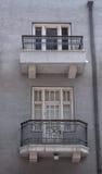 Balkone auf den Straßen von altem Tel Aviv Stockfotos