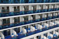 Balkone auf einem Kreuzschiff Lizenzfreie Stockfotos
