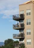 Balkone auf modernem Architektur Appartementkomplex lizenzfreie stockfotos