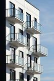 Balkone an der modernen Architektur stockfotos
