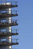 Balkone gegen einen blauen Himmel Stockfoto