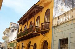 Balkone im downtonw von Cartagena stockfoto
