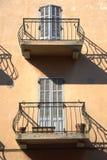 Balkone im Heiligen Tropez. Frankreich Stockbild