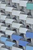 Balkone mit Tabellen und Stühlen Lizenzfreie Stockfotografie