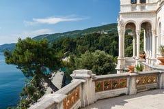 Balkong av den Miramare slotten Arkivfoton