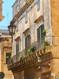 Balkong av en barock slott i Lecce, Puglia Royaltyfri Foto