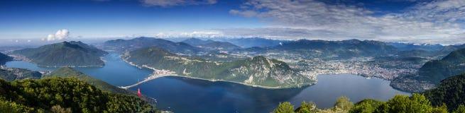 Balkong av Italien - panorama av sjön Lugano Royaltyfri Fotografi