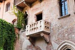 Balkong av Juliet&en x27; s-hus, Verona, Italien Royaltyfria Bilder