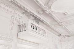 Balkong för stor korridor för dekor för klassisk stil inre arkivfoton