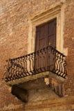 balkong gammala verona Royaltyfri Bild