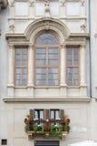 Balkong med blommor i Rome Arkivfoton